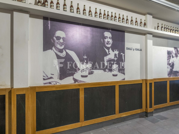 Bar-Restaurant situat al districte de Ciutat Vella, al barri del Gòtic. Barcelona.  14