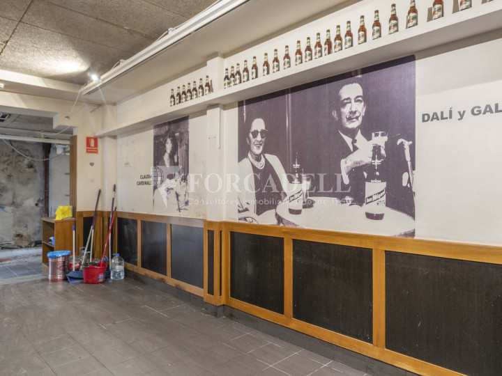 Bar-Restaurant situat al districte de Ciutat Vella, al barri del Gòtic. Barcelona.  15