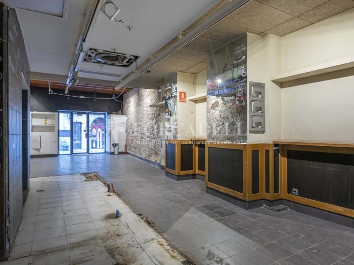Bar-Restaurant situat al districte de Ciutat Vella, al barri del Gòtic. Barcelona.  21