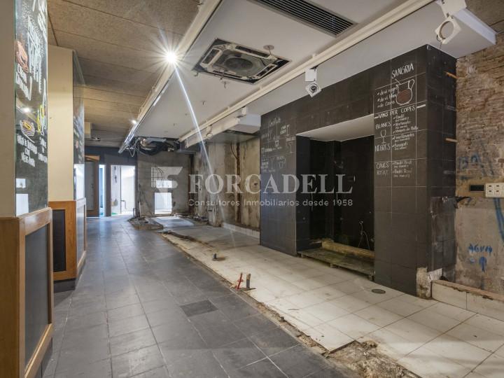 Bar-Restaurant situat al districte de Ciutat Vella, al barri del Gòtic. Barcelona.  4