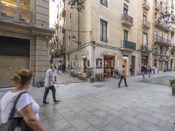 Bar-Restaurant situat al districte de Ciutat Vella, al barri del Gòtic. Barcelona.  26