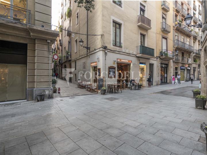 Bar-Restaurant situat al districte de Ciutat Vella, al barri del Gòtic. Barcelona.  27
