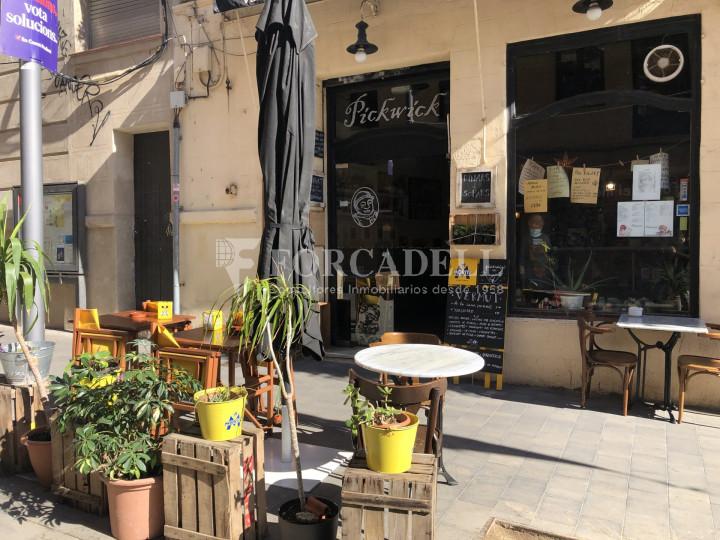Local comercial amb llicència C-2 situat al districte de Sants-Montnuïc, al barri de Sants. Barcelona. 1