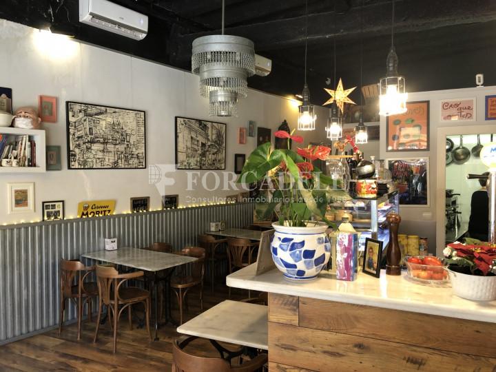 Local comercial amb llicència C-2 situat al districte de Sants-Montnuïc, al barri de Sants. Barcelona. 2