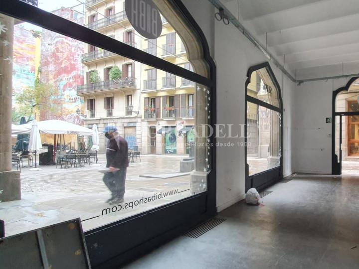 Local comercial cantoner situat a pocs metres de l'Avinguda del Marquès de l'Argentera, a Ciutat Vella. Barcelona. 2