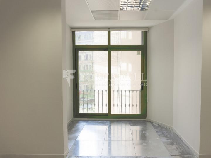 Oficina lluminosa de lloguer al Passeig de Gràcia. Zona prime Barcelona. 7