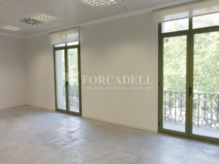 Oficina lluminosa de lloguer al Passeig de Gràcia. Zona prime Barcelona. 2