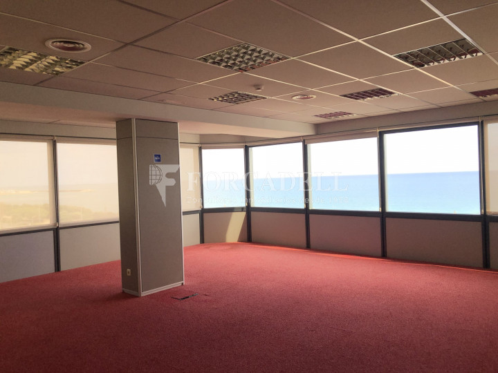 Oficina con vistas panorámicas en alquiler en la Torre d'Ara Premium. Mataró. 11