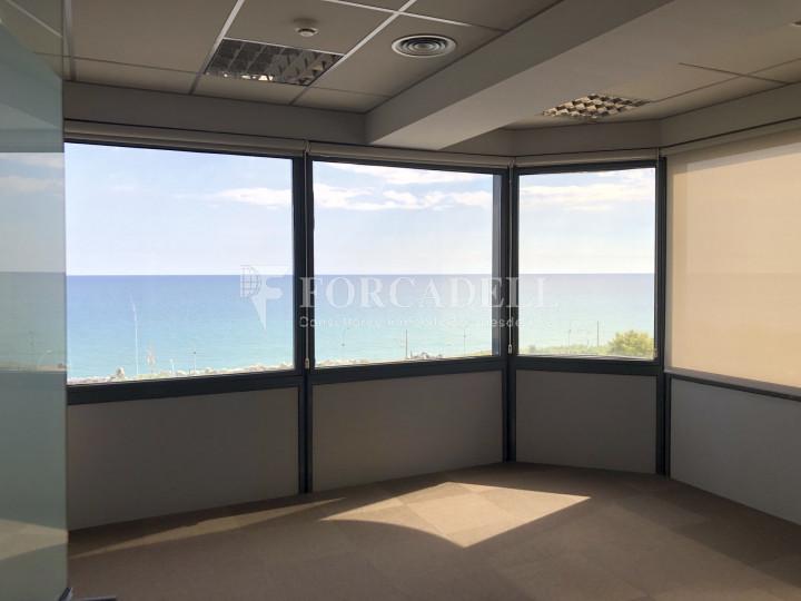 Oficina con vistas panorámicas en alquiler en la Torre d'Ara Premium. Mataró. 12
