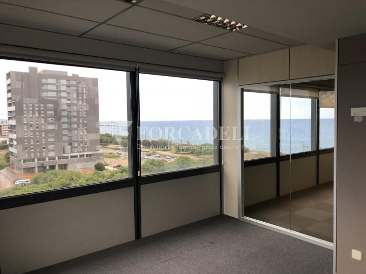 Oficina con vistas panorámicas en alquiler en la Torre d'Ara Premium. Mataró. 3