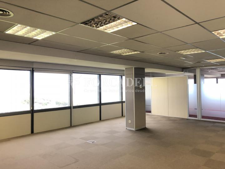 Oficina con vistas panorámicas en alquiler en la Torre d'Ara Premium. Mataró. 8
