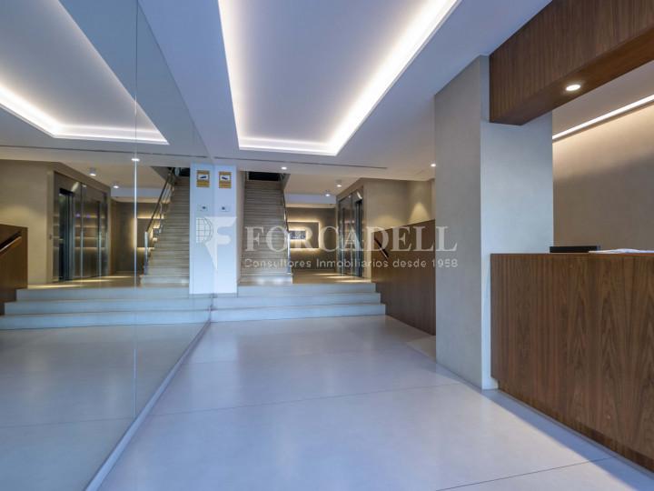 Oficina lluminosa de lloguer a la pl. Universitat, al centre de Barcelona. 9