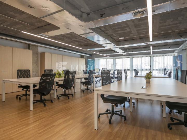 Oficina lluminosa de lloguer a la pl. Universitat, al centre de Barcelona. 3