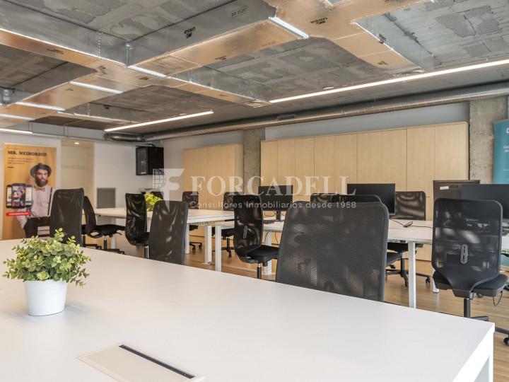 Oficina lluminosa de lloguer a la pl. Universitat, al centre de Barcelona. 4