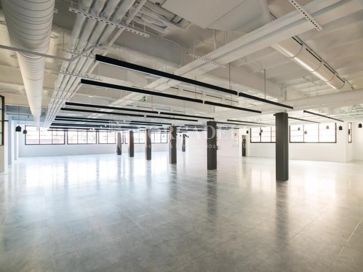 Edifici reformat en lloguer al 22@ de Barcelona. Av. Meridiana - C. Joan d'Àustria. 2