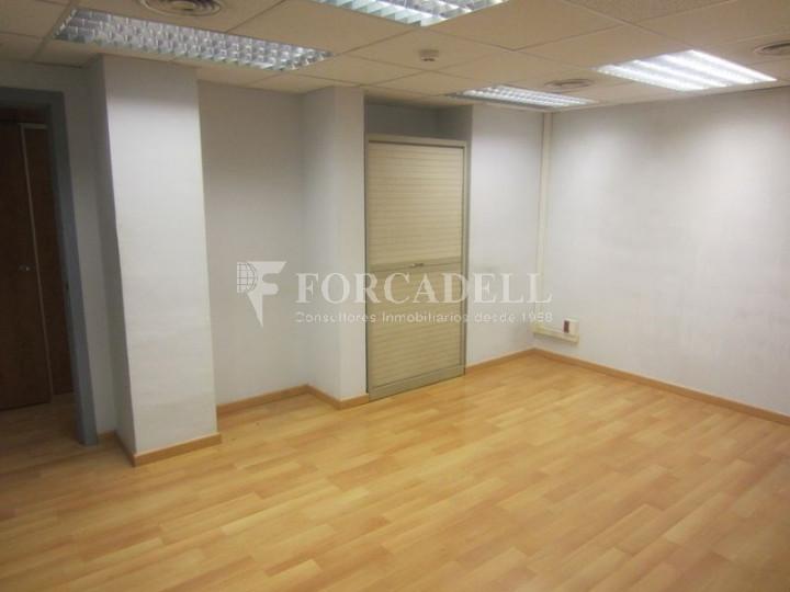 Oficina de lloguer o venda lluminosa i diàfana a la plaça Lesseps. Barcelona 5
