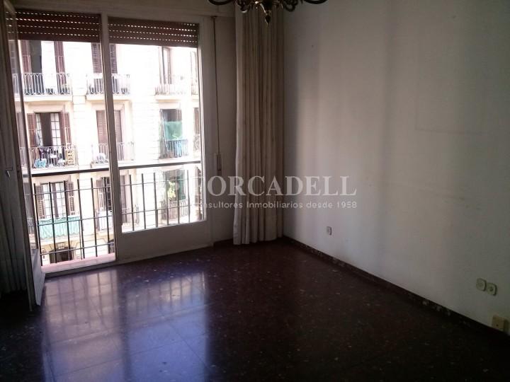 Pis en venda per actualitzar amd 4 dormitoris en el C/ Diputació, Barcelona. Ref. 06844 2