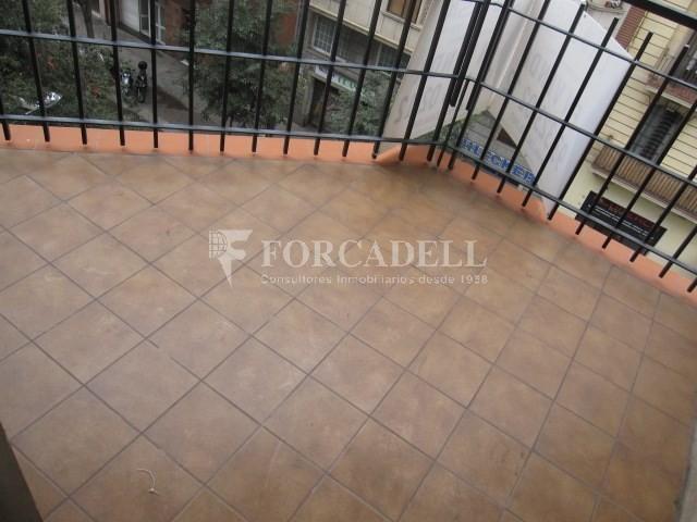 Pis en venda per actualitzar amd 4 dormitoris en el C/ Diputació, Barcelona. Ref. 06844 3