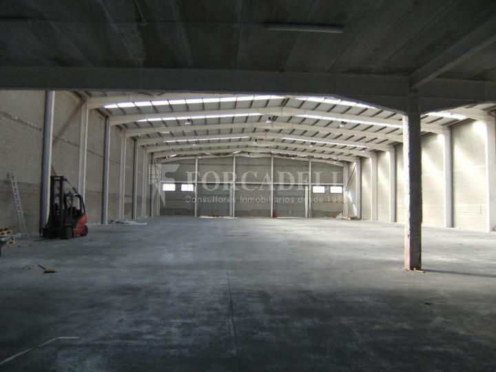 Nau industrial en venda o lloguer de 3.056 m² - Sant Esteve Sesrovires, Barcelona 2
