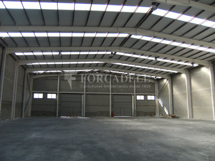Nau industrial en venda o lloguer de 3.056 m² - Sant Esteve Sesrovires, Barcelona 3