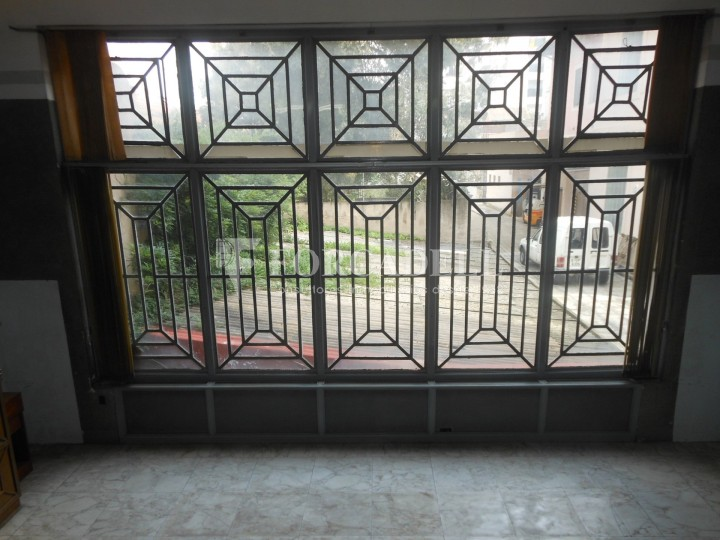 Local comercial en 3 plantas en venta sabadell barcelona for Oficina trafico sabadell