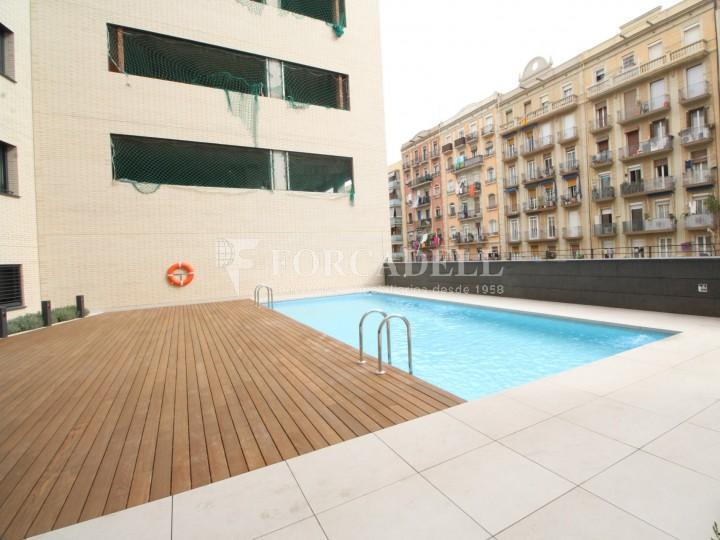 Atractivo piso de obra nueva en la calle bac de roda de for Pisos obra nueva barcelona