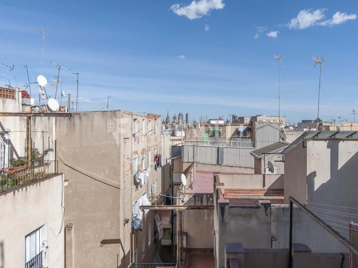 Fantàstic pis al costat del Mercat de Sant Antoni, a la Plaça Pes de la Palla al barri del Raval de Barcelona. Ref. V19184 18