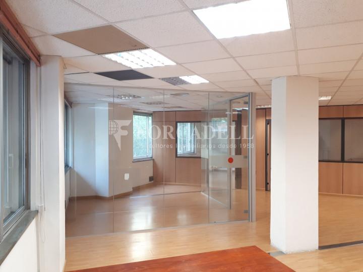 Oficina diàfana en venda en rendibilitat en edifici modern. C. Diputació. Barcelona. #1