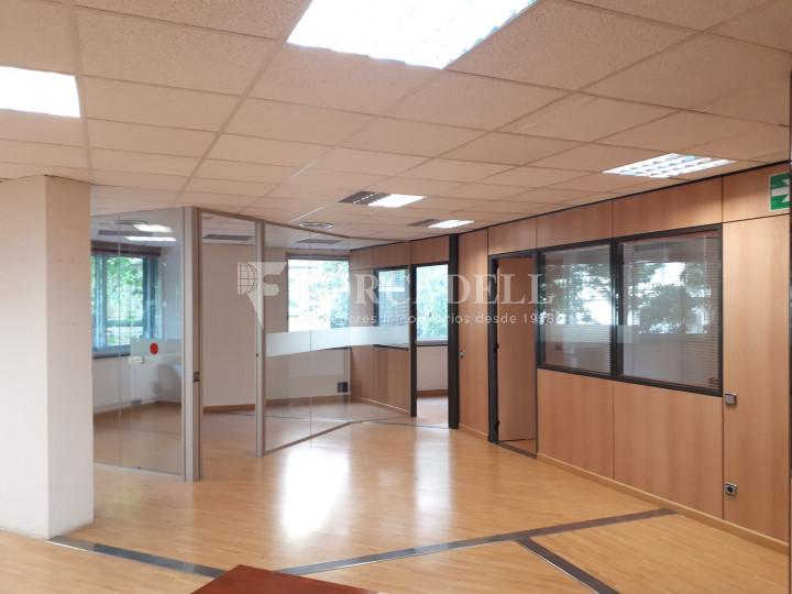 Oficina diàfana en venda en rendibilitat en edifici modern. C. Diputació. Barcelona. #2