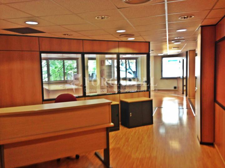 Oficina diàfana en venda en rendibilitat en edifici modern. C. Diputació. Barcelona. #4