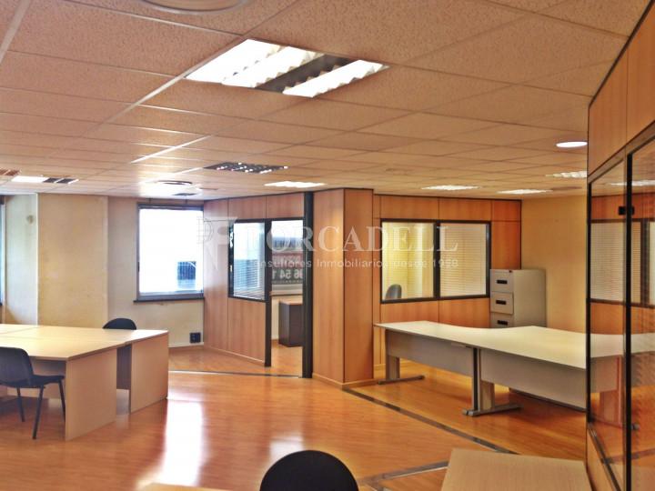 Oficina diàfana en venda en rendibilitat en edifici modern. C. Diputació. Barcelona. #6