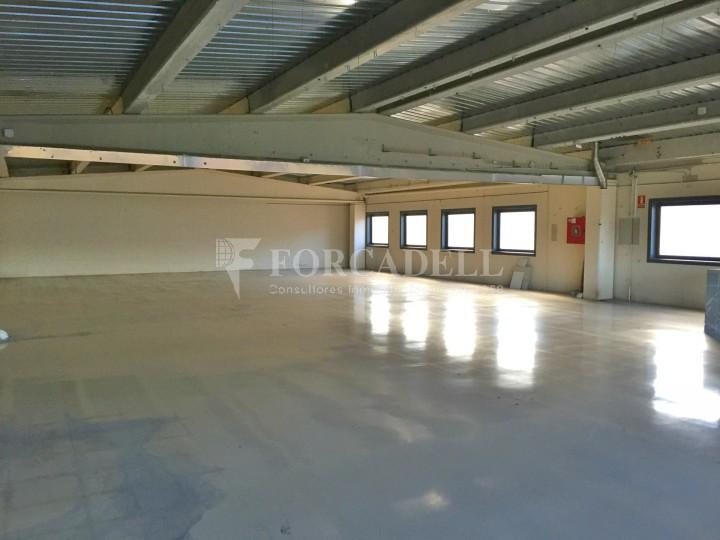 Nau industrial en venda o lloguer de 600 m² - Ripollet, Barcelona #4