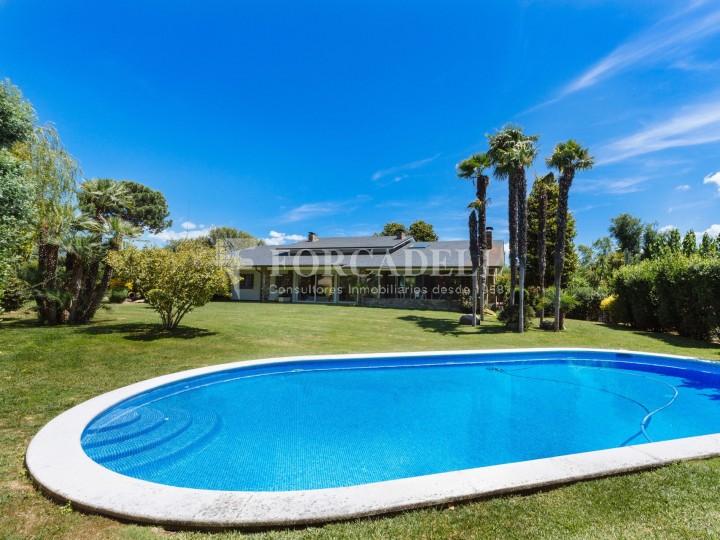 Casas en venta inmobiliaria barcelona forcadell for Casas con piscina barcelona