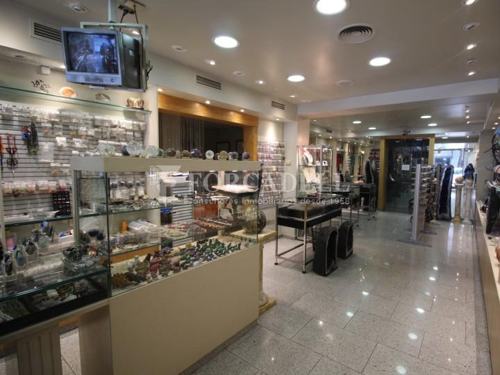 Local comercial al barri de Sant Antoni. Barcelona. 3