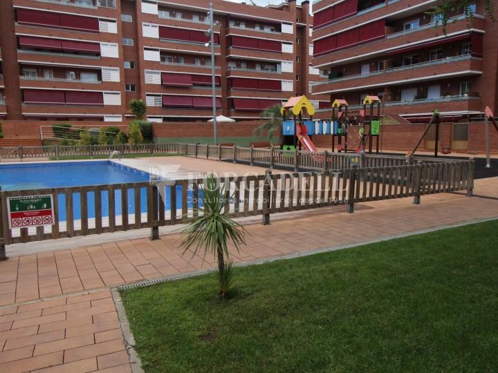 piso en venta con piscina en viladecans de barcelona