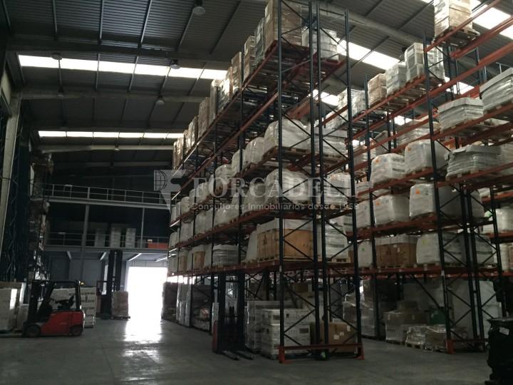 Nave logistica en venta de 2.100 m² - Viladecans. Barcelona  2
