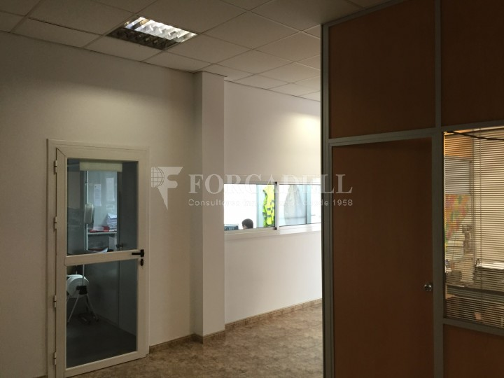 Nau logistica en venda de 2.100 m² - Viladecans. Barcelona  #4