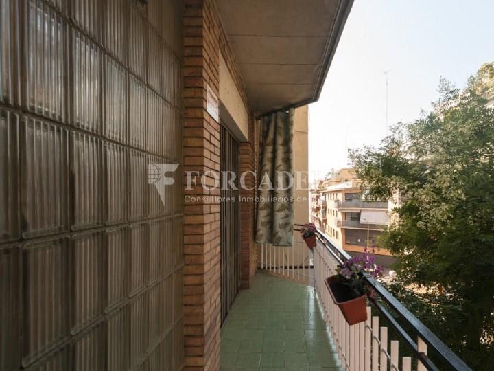 Pis en venda de 104m2 segons cadastre, al barri del Guinardó de Barcelona.  3