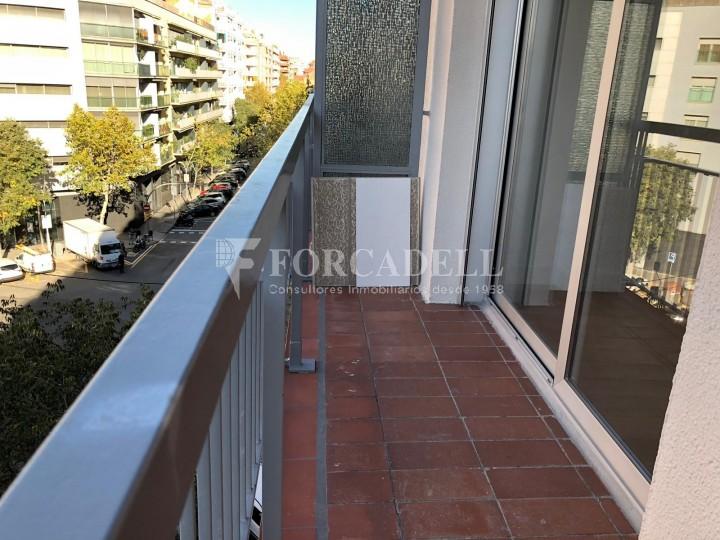 Pisos rehabilitats al carrer Còrcega, a la Nova Esquerra de l'Eixample. Barcelona. 13