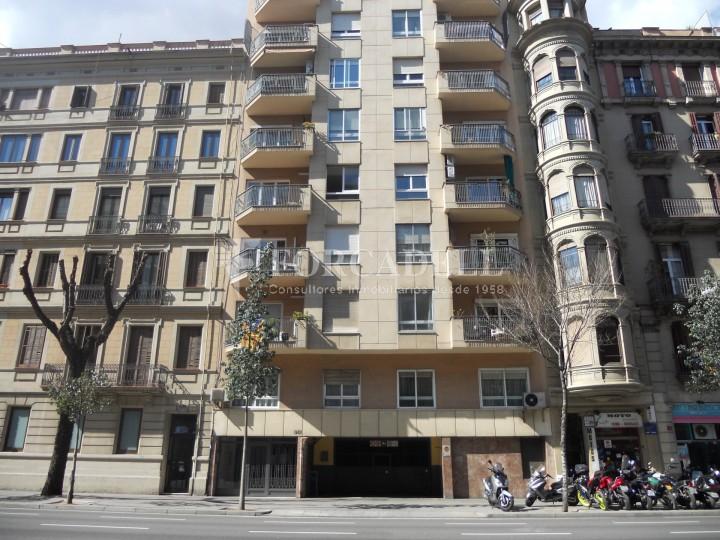 Oficina en venda a l 39 eixample dret c arag barcelona for Oficina treball barcelona