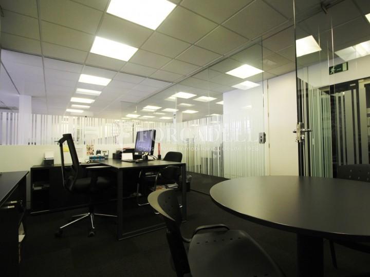Oficina lluminosa en lloguer o venda al carrer d 39 arag for Oficina treball barcelona