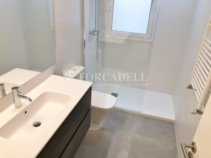 Fantastic apartment for sale on Corsega street next to the Entença street in the neighborhood of the 'Nova Esquerra de l'Eixample' of Barcelona.  11