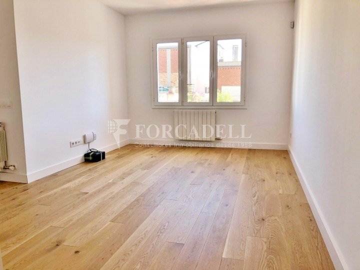 Fantastic apartment for sale on Corsega street next to the Entença street in the neighborhood of the 'Nova Esquerra de l'Eixample' of Barcelona.  5