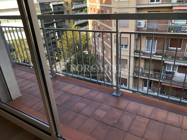 Pisos a la venda, nous a estrenar, al barri de la Nova Esquerra de l'Eixample de Barcelona.  22