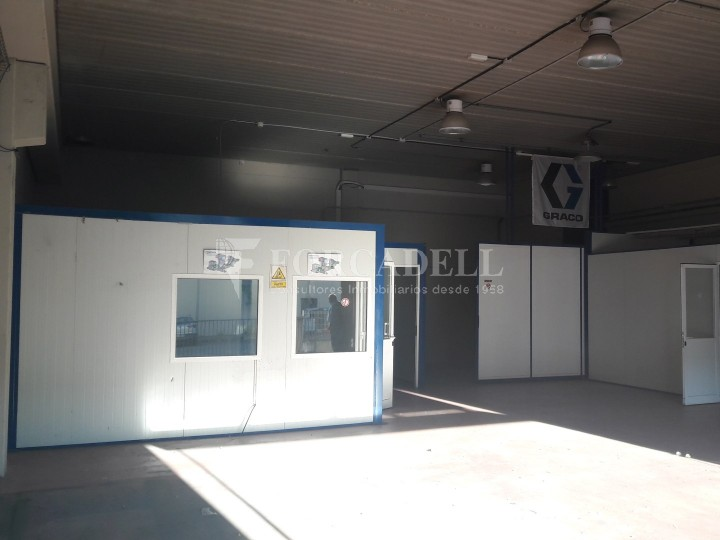 Nau industrial en venda de 500 m² - Sant Esteve Sesrovires #2