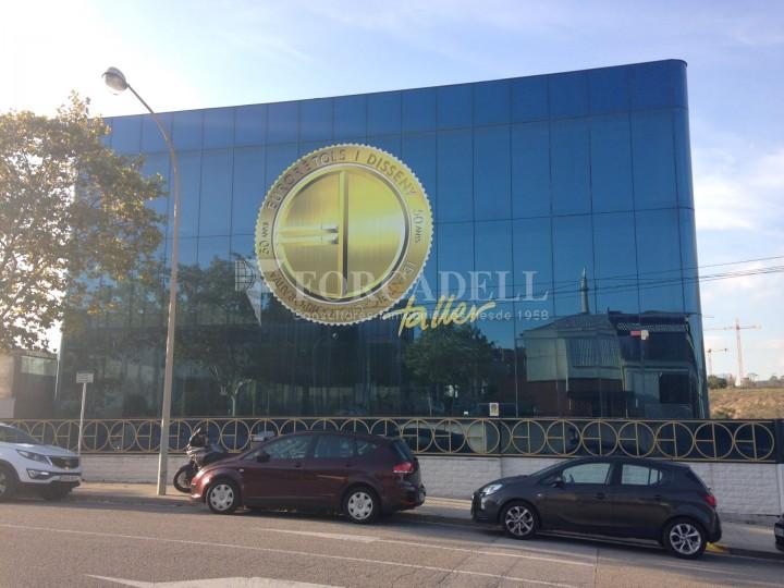 Edificio industrial oficinas de 3.000 m² -  Sant Just Desvern, Barcelona. #1