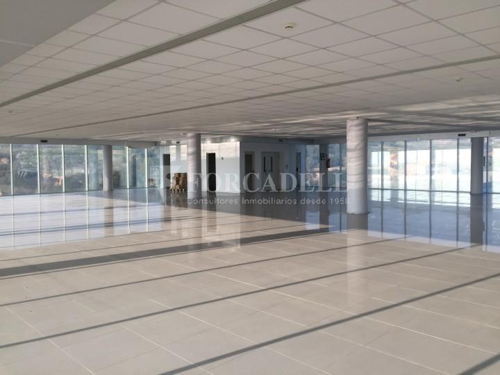 Edificio industrial oficinas de 3.000 m² -  Sant Just Desvern, Barcelona. #3