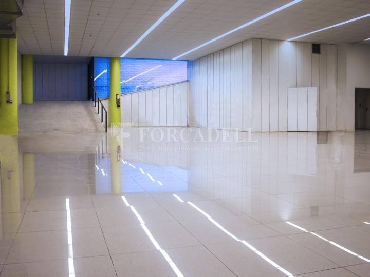 Edificio industrial oficinas de 3.000 m² -  Sant Just Desvern, Barcelona. #4