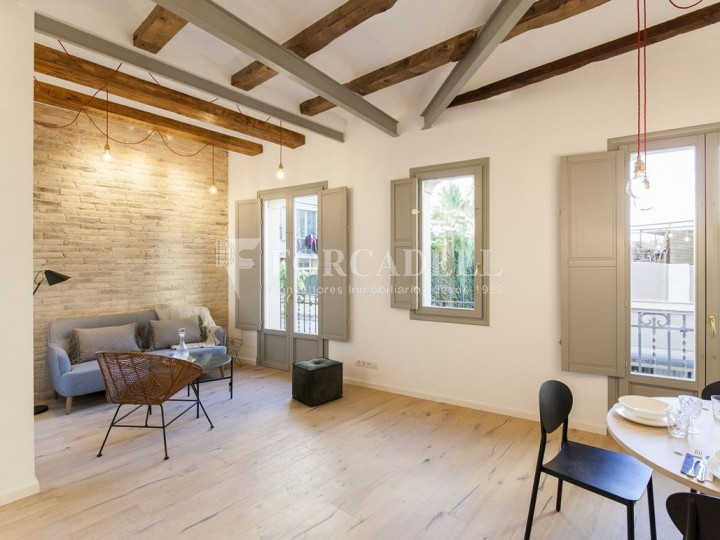 Apartment for sale of 88m² according to cadastre in the Born district of Barcelona.