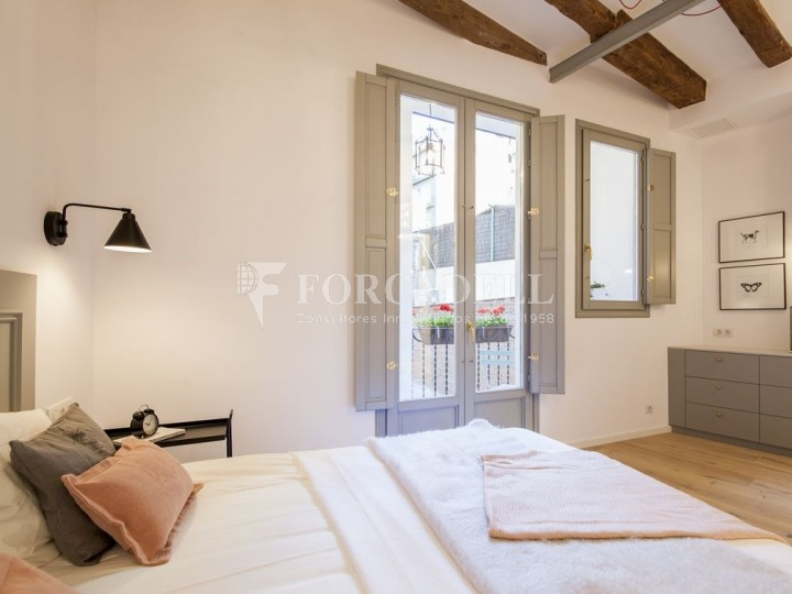 Apartment for sale of 88m² according to cadastre in the Born district of Barcelona. 4